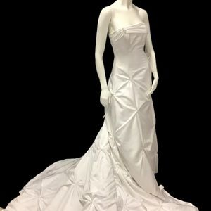 Maggie Sottero Wedding Gown Adjustable by 2 sizes